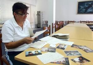 Davorka s pismima i slikama