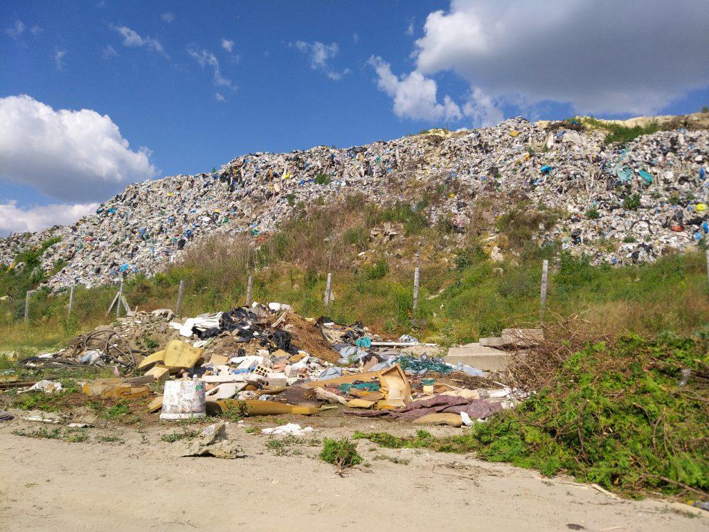 Ilegalna deponija pored gradske deponije Novi Sad